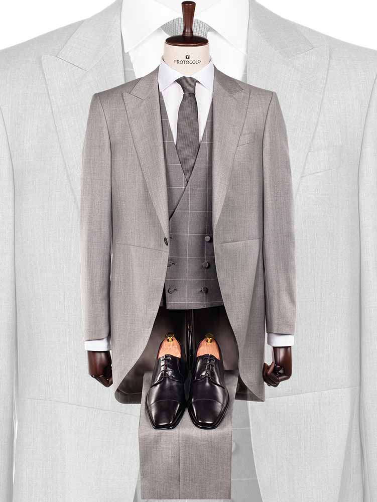 Chaqué de corte inglés de color gris perla con pantalón a tono colección Protocolo Novios