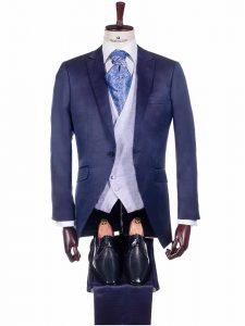 Traje de novio de color azul exclusivo de Protocolo Novios de la colección 2019
