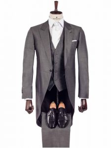 Chaqué gris de la nueva colección de Protocolo Novios con corbata blanca