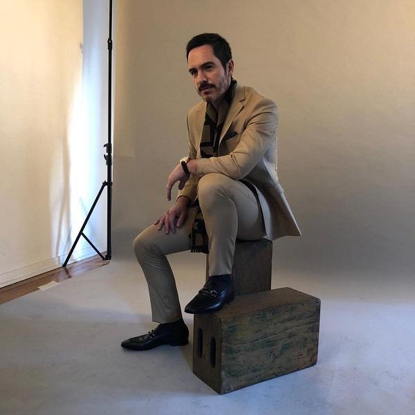Mauricio Ochmann con traje beige de Protocolo-beige